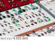 Купить «Витрина ювелирного магазина», фото № 4005869, снято 15 сентября 2012 г. (c) Яков Филимонов / Фотобанк Лори