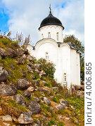 Церковь Георгия Победоносца в Старой Ладоге (2011 год). Редакционное фото, фотограф Елена Бабаина / Фотобанк Лори