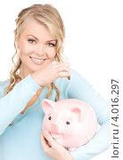 Купить «Привлекательная девушка в голубом джемпере на белом фоне со свиньей-копилкой», фото № 4016297, снято 26 сентября 2009 г. (c) Syda Productions / Фотобанк Лори