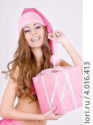 Купить «Привлекательная девушка с длинными волосами в колпаке Санта-Клауса и розовом белье с подарком в руках», фото № 4016413, снято 20 сентября 2008 г. (c) Syda Productions / Фотобанк Лори