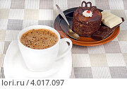 Кофе с пирожным и шоколадом. Стоковое фото, фотограф Наталья Райхель / Фотобанк Лори