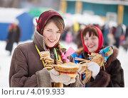 Купить «Девушки на уличных гуляньях   на Масленицу», фото № 4019933, снято 6 марта 2011 г. (c) Яков Филимонов / Фотобанк Лори