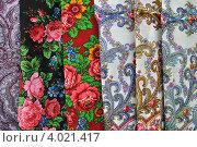 Купить «Павловопосадские набивные платки», эксклюзивное фото № 4021417, снято 10 ноября 2012 г. (c) lana1501 / Фотобанк Лори