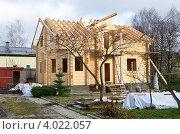Купить «Строительство деревянного дома из бруса», эксклюзивное фото № 4022057, снято 10 ноября 2012 г. (c) Елена Коромыслова / Фотобанк Лори
