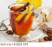 Купить «Стеклянная чашка чая с лимоном и специями», фото № 4024101, снято 10 мая 2012 г. (c) Tatjana Baibakova / Фотобанк Лори