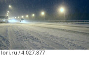 Купить «Трасса М5 зимой. Уфа, метель. Грузоперевозки, трафик, автомобили.», видеоролик № 4027877, снято 16 ноября 2012 г. (c) Mikhail Erguine / Фотобанк Лори