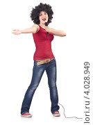 Купить «Девушка с копной черных кудрявых волос поет в микрофон на белом фоне», фото № 4028949, снято 18 июня 2012 г. (c) Elnur / Фотобанк Лори
