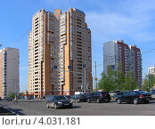 Купить «Новокосинская улица, 13к2, район Новокосино, Москва», эксклюзивное фото № 4031181, снято 5 мая 2012 г. (c) lana1501 / Фотобанк Лори