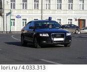 Купить «Автомобиль с синей мигалкой идет по улице Воздвиженка, Москва», эксклюзивное фото № 4033313, снято 4 мая 2012 г. (c) lana1501 / Фотобанк Лори