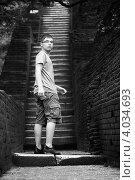 Купить «Подросток оглядывается в начале подъема по крутой каменной лестнице», фото № 4034693, снято 5 ноября 2009 г. (c) Эдуард Паравян / Фотобанк Лори