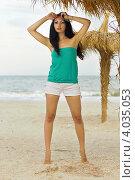 Купить «Привлекательная девушка стоит на морском пляже», фото № 4035053, снято 15 июля 2011 г. (c) Сергей Сухоруков / Фотобанк Лори