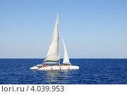 Катамаран в море (2012 год). Редакционное фото, фотограф Анастасия Герасимова / Фотобанк Лори