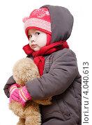 Купить «Маленькая девочка в зимней одежде с мягкой игрушкой», фото № 4040613, снято 21 ноября 2012 г. (c) Олег Селезнев / Фотобанк Лори