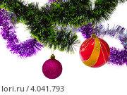 Елочные шары и мишура на белом фоне. Стоковое фото, фотограф Владимир Никифоров / Фотобанк Лори