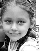 Портрет милой девочки с косичками крупным планом. Стоковое фото, фотограф oleksandr gurin / Фотобанк Лори
