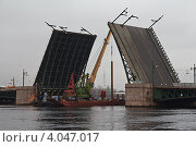 Купить «Ремонт Дворцового моста, Санкт-Петербург», фото № 4047017, снято 24 ноября 2012 г. (c) Татьяна Петрова / Фотобанк Лори