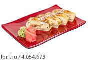 Роллы с рыбой на красной тарелке. Стоковое фото, фотограф Андрей Старостин / Фотобанк Лори