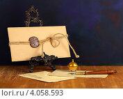 Купить «Старый почтовый конверт с сургучной печатью на подставке, с перьевой ручкой и чернильницей», фото № 4058593, снято 13 октября 2012 г. (c) Сергей Белов / Фотобанк Лори