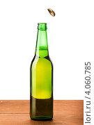 Купить «Пробка отлетает от бутылки с пивом», фото № 4060785, снято 27 ноября 2012 г. (c) Сергей Телеш / Фотобанк Лори