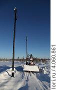 Купить «Строительство высоковольтной воздушной линии электропередачи на Северо-Хохряковском месторождение в Западной Сибири. Ямобур гусеничный ДТ75БМ-305А», эксклюзивное фото № 4060861, снято 4 ноября 2012 г. (c) Валерий Акулич / Фотобанк Лори