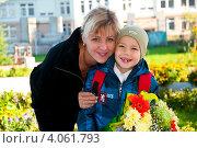 Купить «Мама с сыном-первоклассником», эксклюзивное фото № 4061793, снято 4 июня 2010 г. (c) Куликова Вероника / Фотобанк Лори