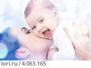 Купить «Молодая мама с ребенком на руках», фото № 4063165, снято 22 декабря 2007 г. (c) Syda Productions / Фотобанк Лори