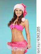 Купить «Жизнерадостная девушка с длинными волосами в колпаке Санты-Клауса и розовой короткой юбке», фото № 4063205, снято 22 ноября 2011 г. (c) Syda Productions / Фотобанк Лори