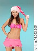 Купить «Жизнерадостная девушка с длинными волосами в колпаке Санты-Клауса и розовой короткой юбке», фото № 4063305, снято 22 ноября 2011 г. (c) Syda Productions / Фотобанк Лори