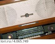 Купить «Старая советская радиола», фото № 4065749, снято 21 июля 2012 г. (c) Елена Вяселева / Фотобанк Лори