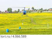 Тренировка упражнений по вертолетному спорту на легком вертолете Robinson R44 (2012 год). Редакционное фото, фотограф Антон Журавков / Фотобанк Лори