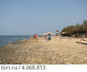 """Купить «Пляж отеля """"Laguna Materada 3*"""", город Лорен, Хорватия, Европа», эксклюзивное фото № 4068813, снято 25 апреля 2019 г. (c) lana1501 / Фотобанк Лори"""
