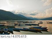 Купить «Закат на озере Фева, Непал», фото № 4070613, снято 11 октября 2012 г. (c) Юлия Бабкина / Фотобанк Лори