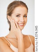 Купить «Портрет привлекательной юной девушки с русыми волосами крупным планом», фото № 4074945, снято 16 сентября 2012 г. (c) Syda Productions / Фотобанк Лори