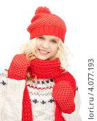 Купить «Юная привлекательная девушка в красной вязаной шапке, шарфе и варежках на белом фоне», фото № 4077193, снято 2 октября 2011 г. (c) Syda Productions / Фотобанк Лори