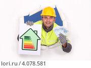 Купить «Строитель с с рейтингом энергоэффективности и банкнотами», фото № 4078581, снято 18 января 2011 г. (c) Phovoir Images / Фотобанк Лори