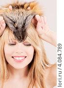 Купить «Портрет молодой привлекательной блондинки с лисьим мехом на белом фоне», фото № 4084789, снято 7 марта 2009 г. (c) Syda Productions / Фотобанк Лори