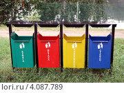 Раздельный сбор мусора в парке (2012 год). Стоковое фото, фотограф Irina Opachevsky / Фотобанк Лори