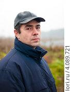 Купить «Портрет мужчины средних лет на природе», эксклюзивное фото № 4089721, снято 5 ноября 2012 г. (c) Игорь Низов / Фотобанк Лори