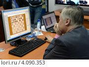 Купить «Анатолий Карпов проводит онлайн-сеанс игры в сети Интернет», фото № 4090353, снято 4 сентября 2012 г. (c) Free Wind / Фотобанк Лори