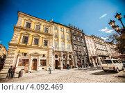 Площадь Рынок во Львове в Солнечный день (2012 год). Редакционное фото, фотограф Loboda Dmitriy / Фотобанк Лори