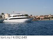 Купить «Яхта стоит на рейде в Красном море возле Кур-гады», фото № 4092649, снято 2 декабря 2012 г. (c) Робул Дмитрий / Фотобанк Лори