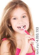 Купить «Маленькая девочка чистит зубы», фото № 4093193, снято 3 октября 2009 г. (c) Syda Productions / Фотобанк Лори