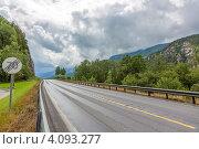 """Купить «Дорога со знаком """"Конец ограничения скорости""""», фото № 4093277, снято 14 июля 2012 г. (c) Dmitry Burlakov / Фотобанк Лори"""
