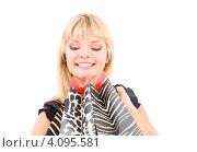 Купить «Счастливая молодая женщина с пакетами в руках после удачного шоппинга», фото № 4095581, снято 22 июня 2009 г. (c) Syda Productions / Фотобанк Лори