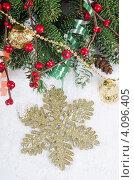 Купить «Различные новогодние украшения и еловая ветка на снегу», фото № 4096405, снято 30 октября 2011 г. (c) Воронин Владимир Сергеевич / Фотобанк Лори