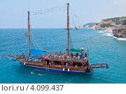 Прогулочная яхта на средиземном море (2012 год). Редакционное фото, фотограф Елена Серкова / Фотобанк Лори