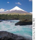 Река Петроуэ на фоне вулкана Осорно, национальный парк Висенте-Перес-Росалес, Чили (2010 год). Стоковое фото, фотограф Nadejda Trifonova Jeraj / Фотобанк Лори