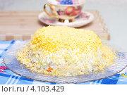 """Купить «Салат """"Мимоза""""на столе», эксклюзивное фото № 4103429, снято 29 ноября 2012 г. (c) Яна Королёва / Фотобанк Лори"""