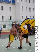 Купить «Юные баскетболисты (соревнования среди школьников по уличному баскетболу)», фото № 4107521, снято 15 июня 2010 г. (c) Наталья Горкина / Фотобанк Лори