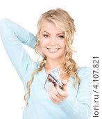 Купить «Счастливая молодая женщина с деньгами и кошельком на белом фоне», фото № 4107821, снято 26 сентября 2009 г. (c) Syda Productions / Фотобанк Лори